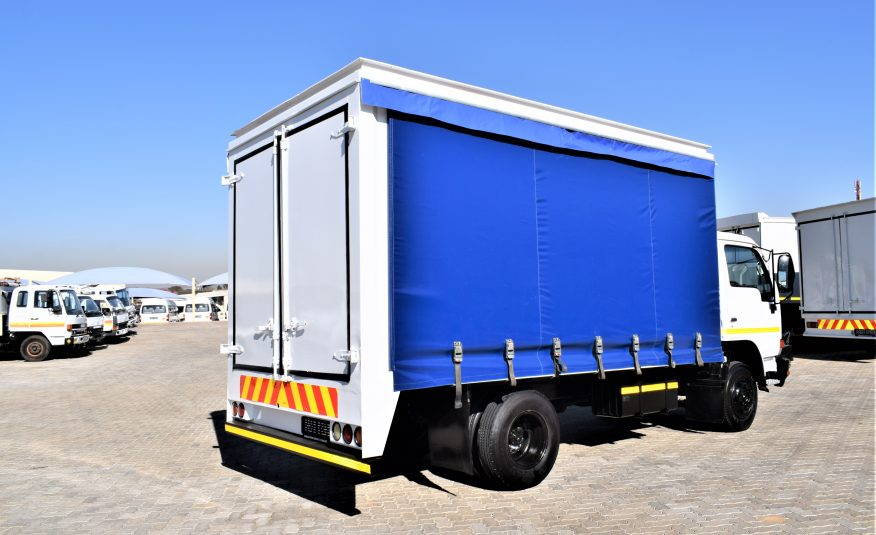 2011 Nissan UD40L ( 4 TON ) Curtain side